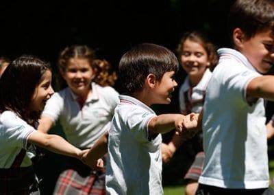 W-Niños-patio-primaria