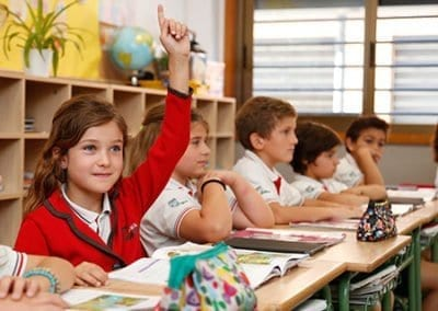 W-Niña-clase-primaria